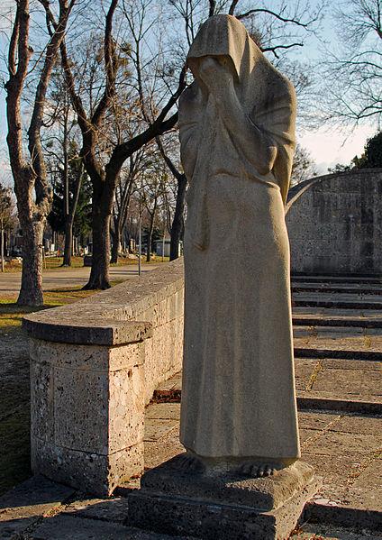 Statue-to-Mourning-Zentralfriedhof-Vienna.jpg