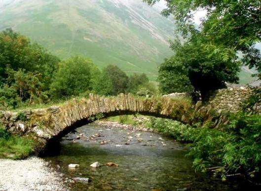 (n) The pack horse bridge behind the Wasdale Head Inn