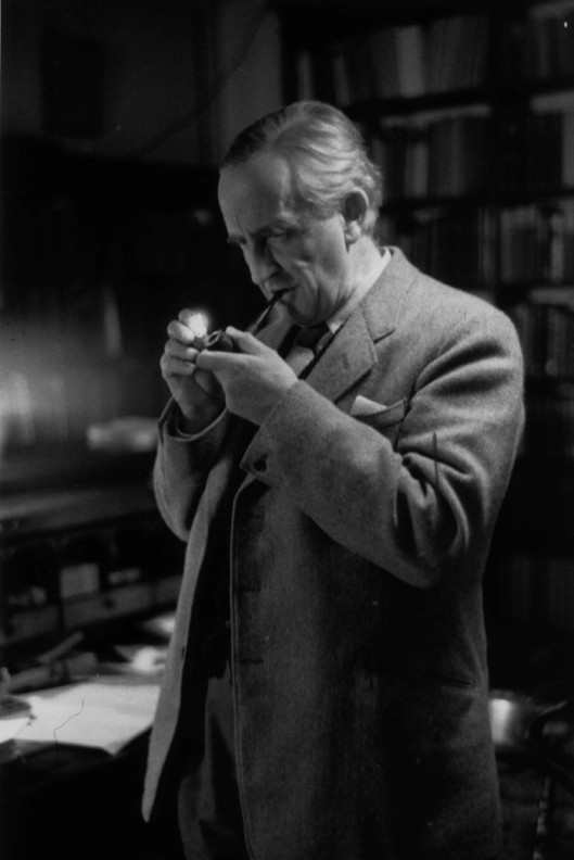 j_r_r_tolkien_-_smoking_pipe-700x1049.jpg
