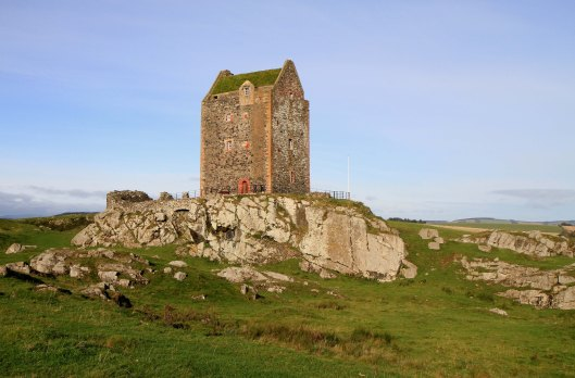 Smailholm-tower1