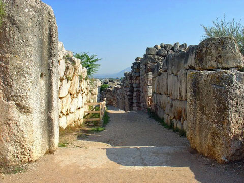 tiryns-walls