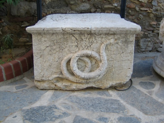 snake-altar-from-mausoleum-of-halicarnassus-in-bodrum